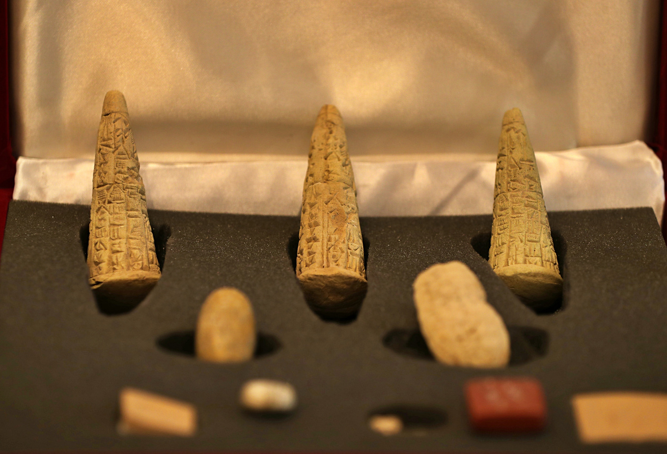 Iraq welcomes return of stolen, smuggled artifacts AP19210513410928